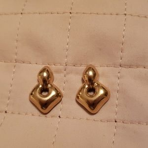 Jewelry - CUTE - GOLDTONE PIERCED EARRINGS